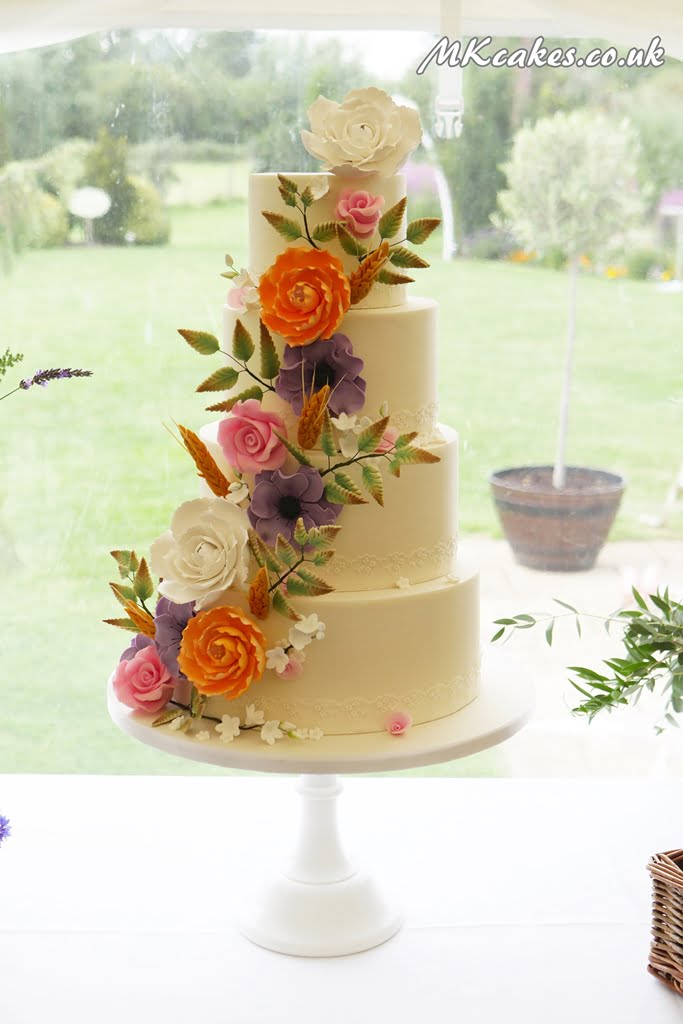 Vintage cake with peonies and rye
