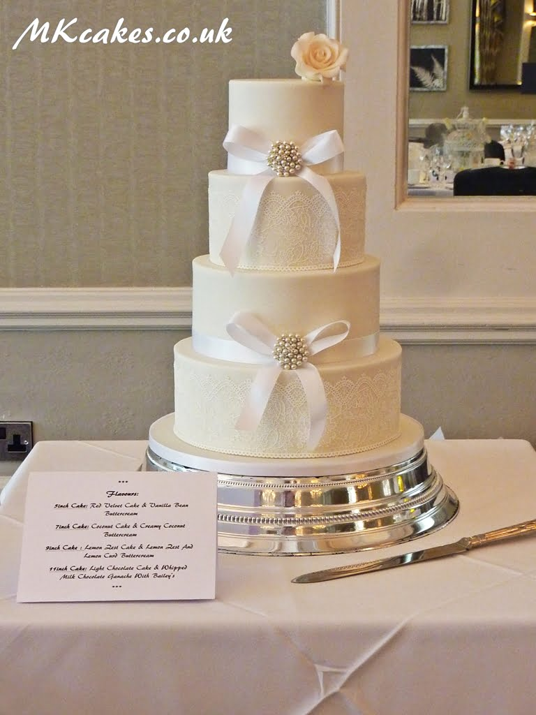 Lace and Broaches Wedding Cake